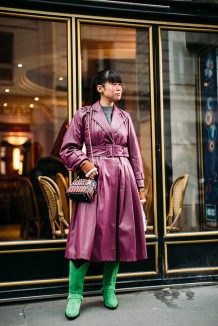 paris-fall-2018-street-style-pink-trench-coat-green-cowboy-boots-micro-bag